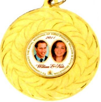 Royal Wedding Medal William and Kate zoomed